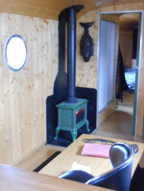 besoin d 39 un petit poele a bois pour un camping car page 1 forum de. Black Bedroom Furniture Sets. Home Design Ideas